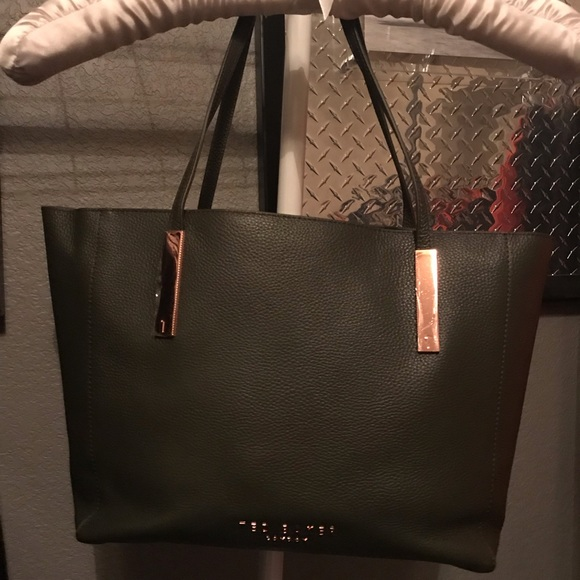 Ted Baker London Handbags - 🆕 Ted Baker purse with duster bag / wristlet